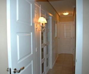 Instalación de puertas lacadas en blanco mod. 9400