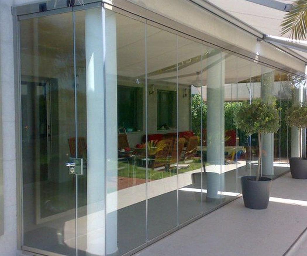 Ventajas de las cortinas de cristal para terrazas