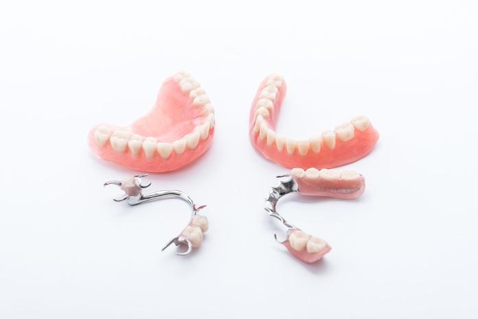 Prótesis removibles: Trabajos de Dental Román