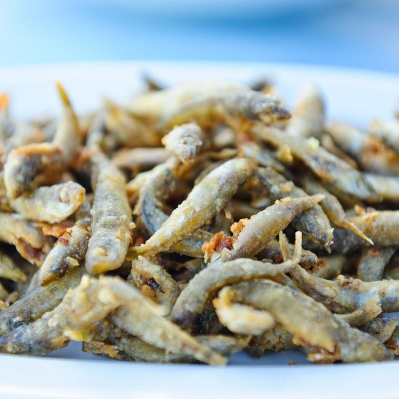 Pescado frito: Nuestros platos de Pollos Asados Richi