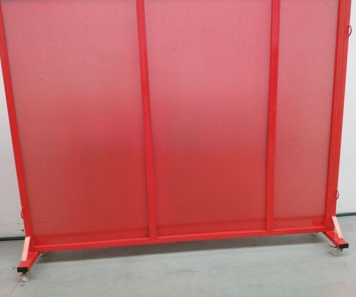 Parabanes moviles de chapa microperforada, lacados en rojo