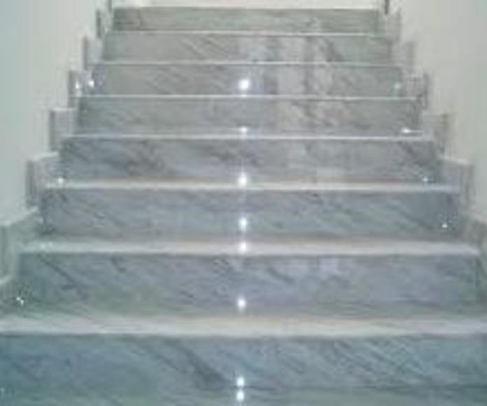 Escalera marmol arabescatto.