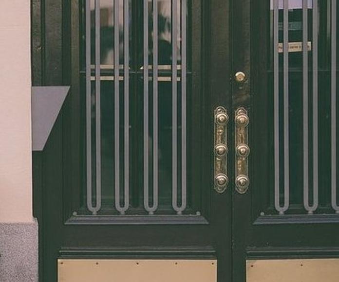 Puertas de portal: Servicios de Nicolás Aguado Cerrajería