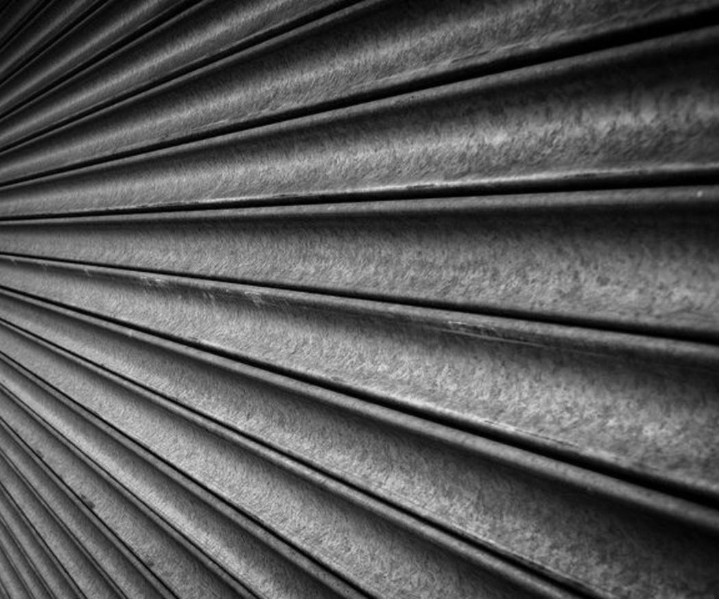 Ventajas de los cierres metálicos para tu negocio