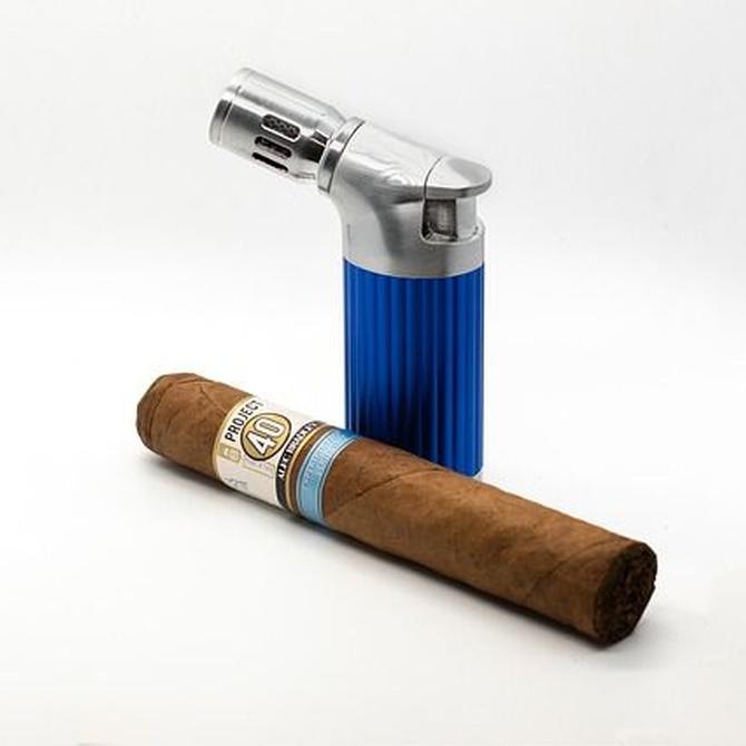 ¿Cómo encender un puro?