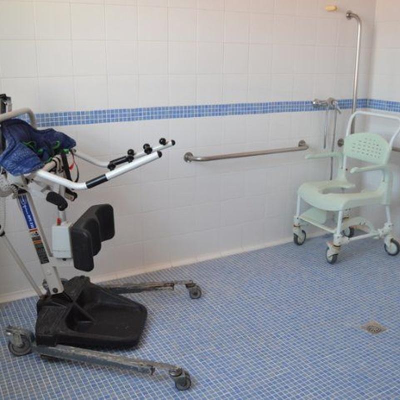 Baños geriátricos: Servicios de Trinidad Montes Orientales