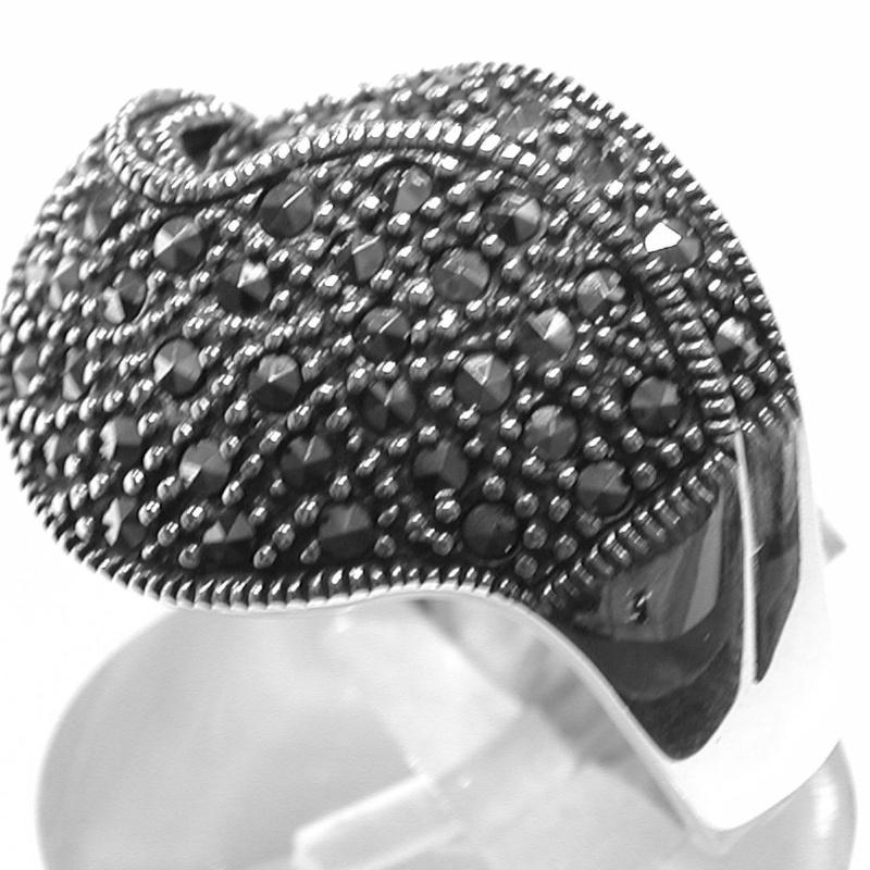Sortija ancha de Plata de 1º Ley  y Marcasitas. Ref. MS-9003/00: Catálogo de Antigua Joyeros