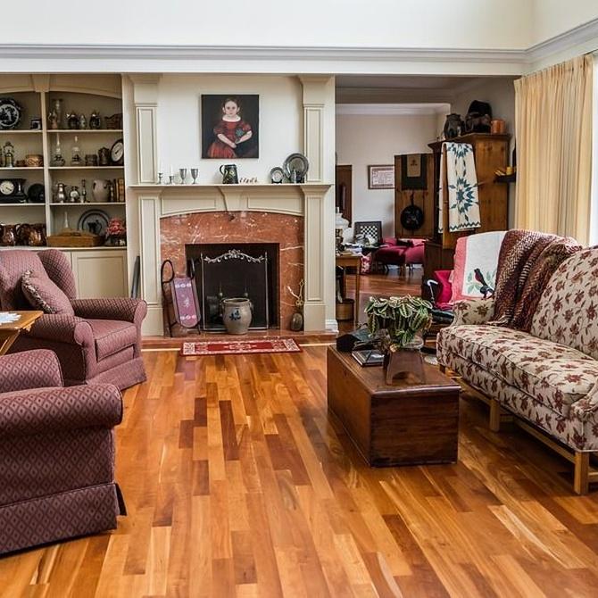 Cinco ventajas de tener chimenea de leña en el salón