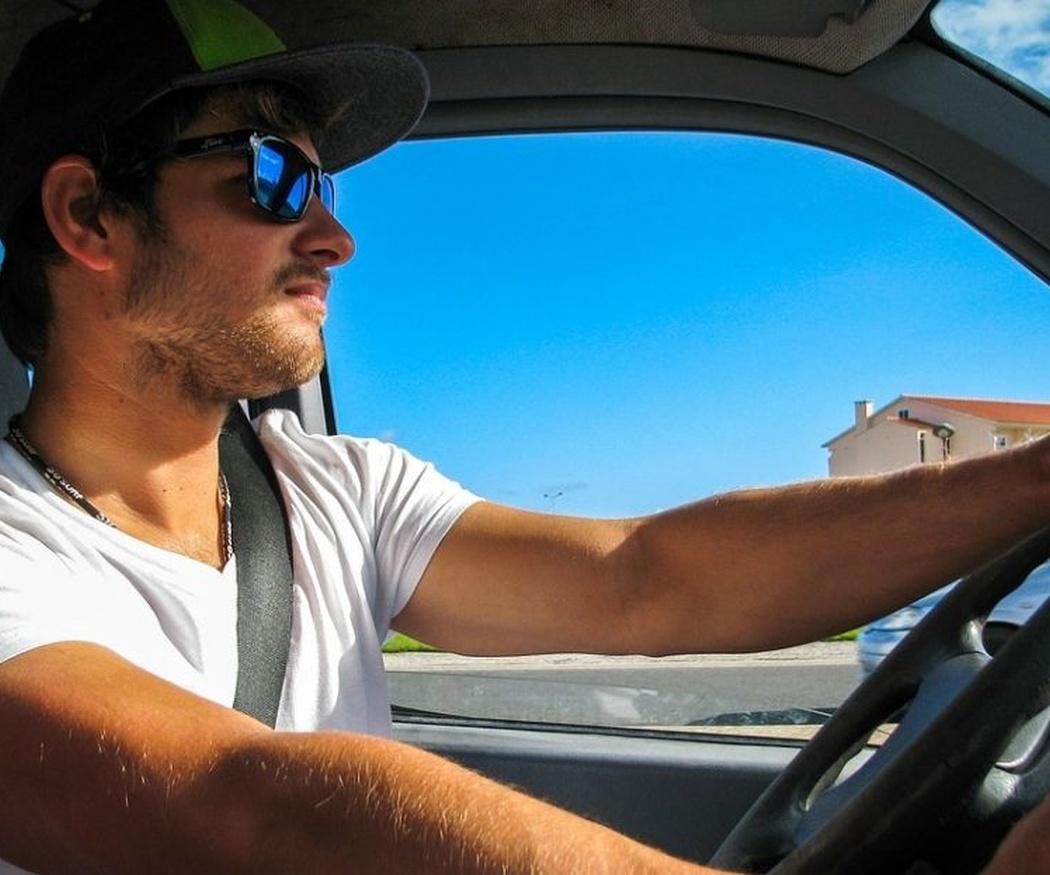 Motivos para conducir con gafas de sol