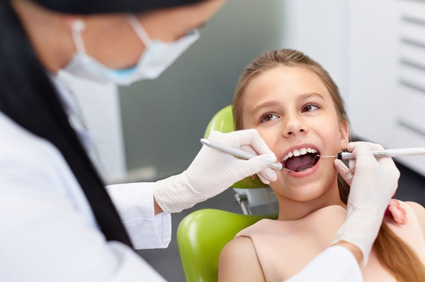 La primera toma de contacto con el dentista, un momento crucial