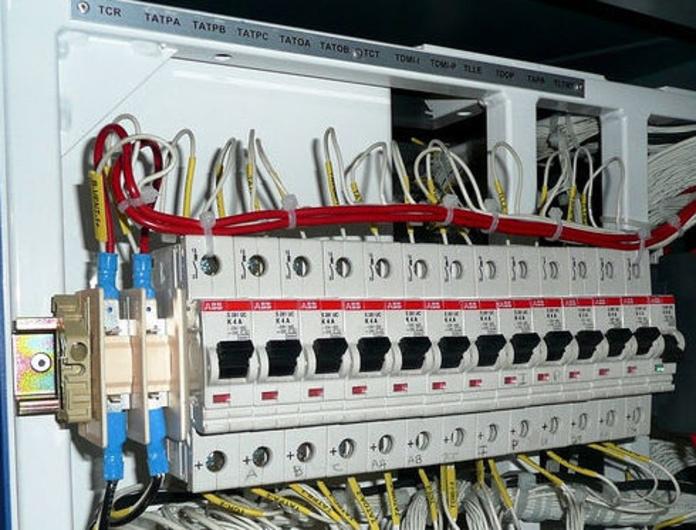 Material para instalaciones en baja tensión: Productos y servicios de Suministros Eléctricos Global Light
