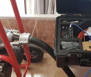 Localizaciones de fugas de agua mediante sonido y gas