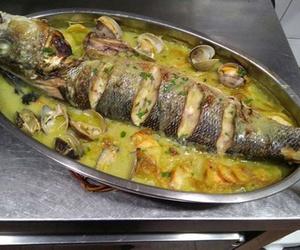 Merluza al horno con almejas en Gijón