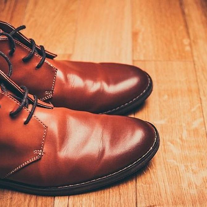 ¿Cómo pegar tus zapatos?