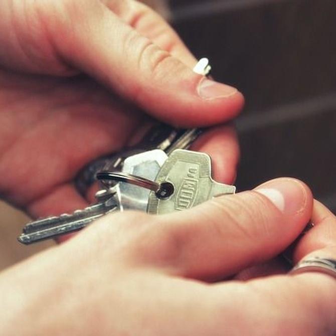 Por qué no debes dejar las llaves de casa dentro del coche