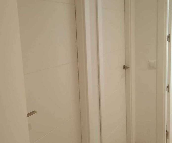Puerta lacada modelo 4 rayas