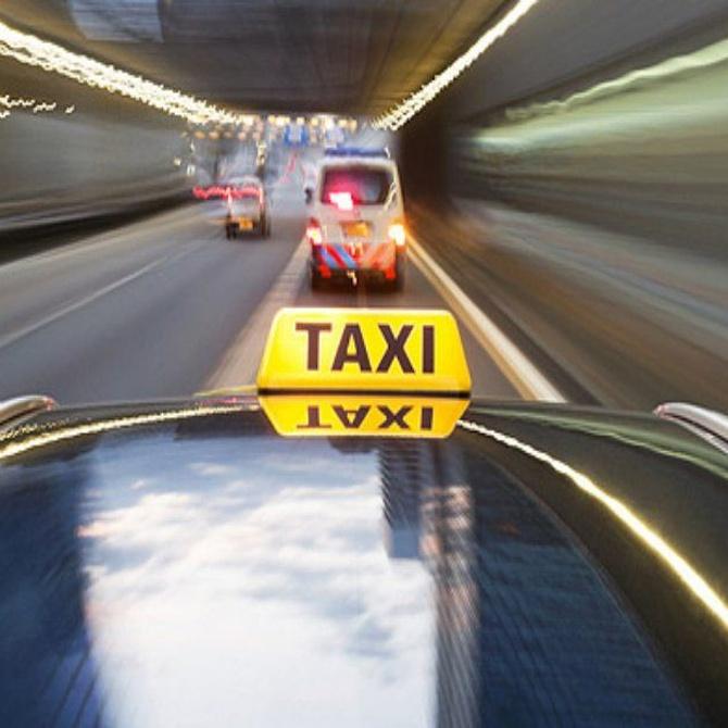 ¿Cómo recuperar los objetos perdidos en un taxi?
