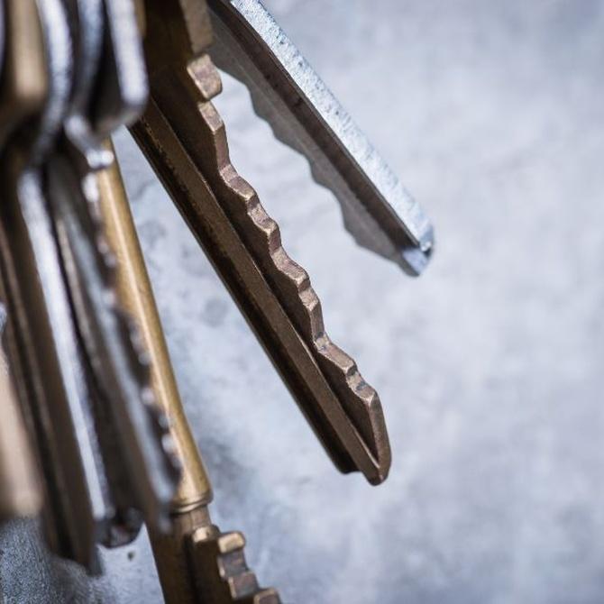 Cómo evitar llevar un manojo de llaves en el bolsillo