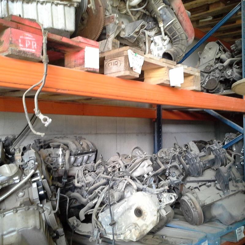 Motores de coches y cajas de cambios en Desguaces Clemente de Albacete