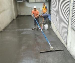 Trabajos de pavimentación de rampa de garaje en Barcelona