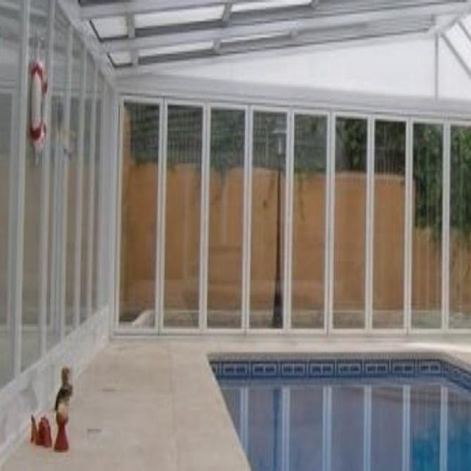¿Qué son y para qué sirven las cortinas de cristal?