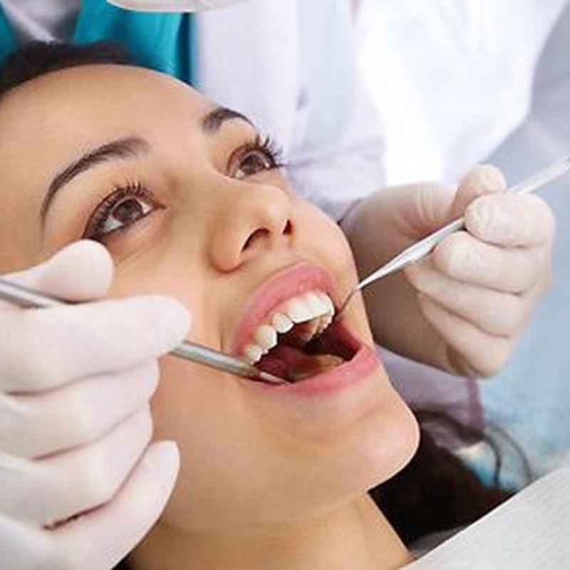 Implantes: Servicios de Clínica Especialidades Dentales
