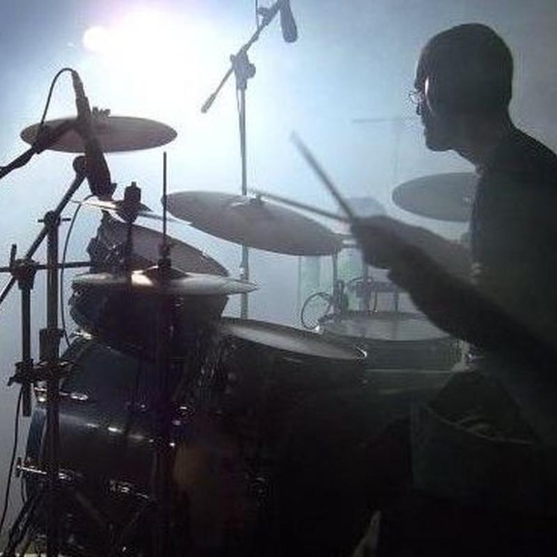 BATERÍA Y PERCUSIÓN: Profesores de Escuela de música Fama
