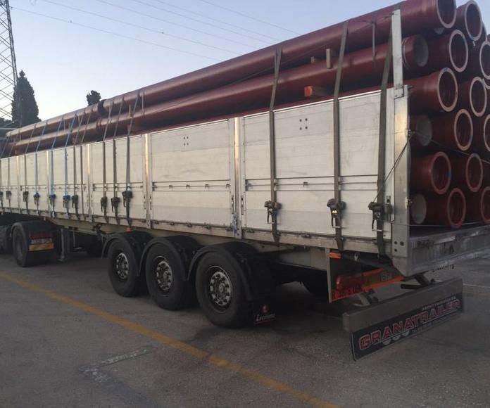 Transporte de acero / paneles / paletizados: Servicios de Transportes La Cartuja de Granada, S.L.