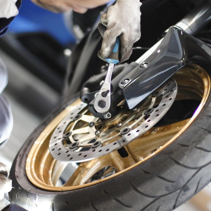 Cambio de neumáticos: Servicios de Motos JLO