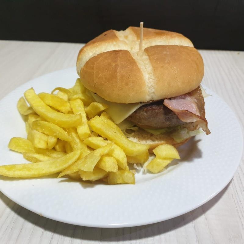 Sándwiches y Hamburguesas: Carta y Raciones de Bar Restaurante Almanzor