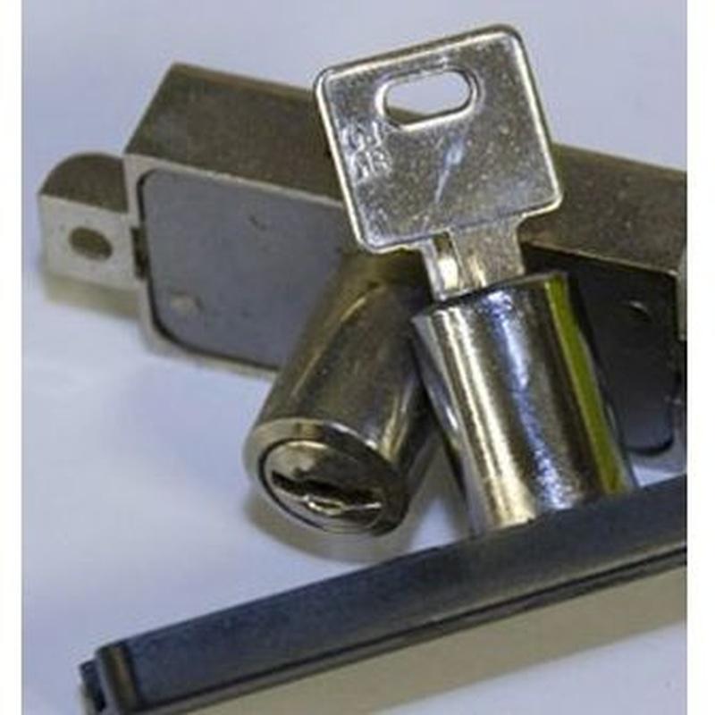Cerrajería 24 horas: Productos y servicios de Cristalería y Carpintería Hermanos Meléndez