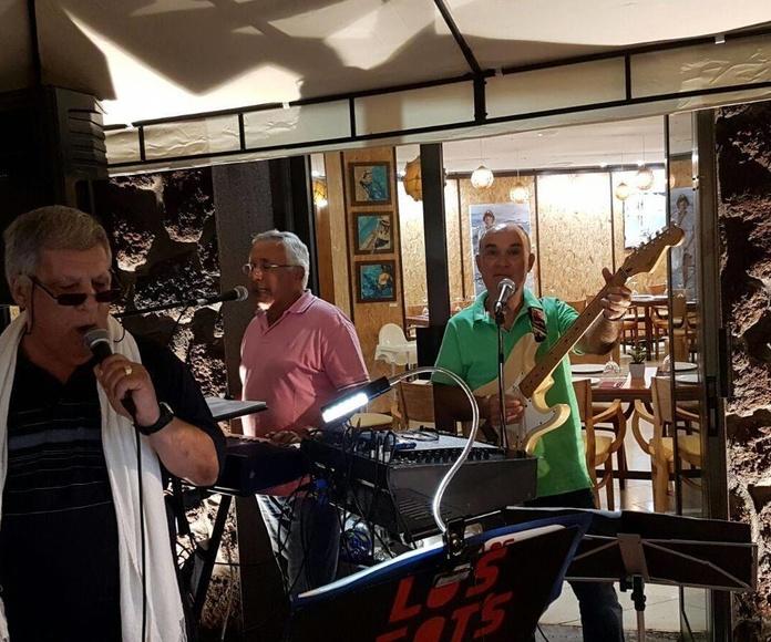 Música en vivo los sábados noche en La Otra Punta. Concierto de los BEAT