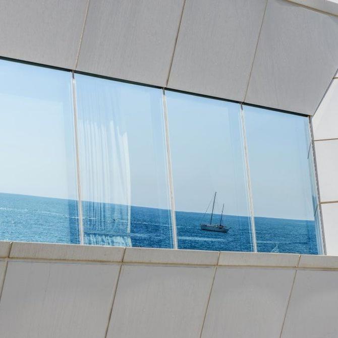 Ventajas de instalar cortinas de cristal en tu terraza