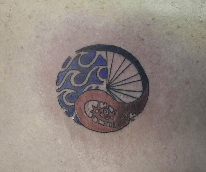 Tatuaje triatlón en Chus Tattoo, en Logroño