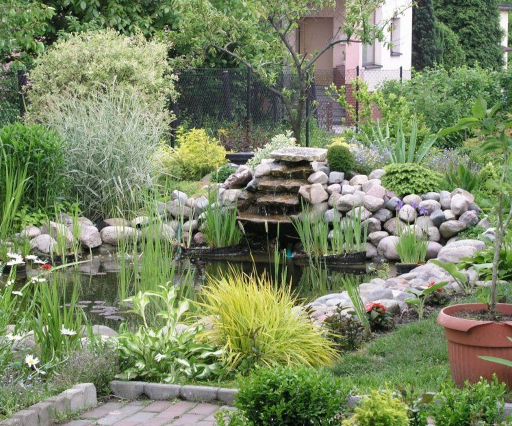 Mejora tu jardín con un estanque artificial