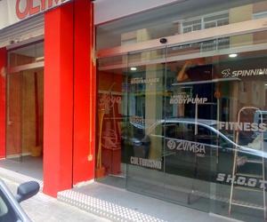 Puerta Rápida Corredera de Cristal 2 Hojas en Gimnasio