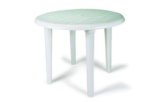 Alquiler de mesas de resina plástico.