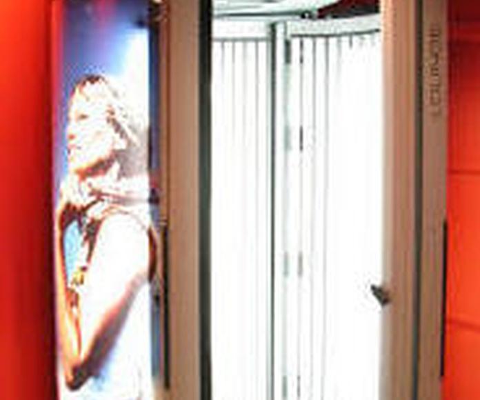 Solárium vertical: Servicios y productos de Peluquería Almu