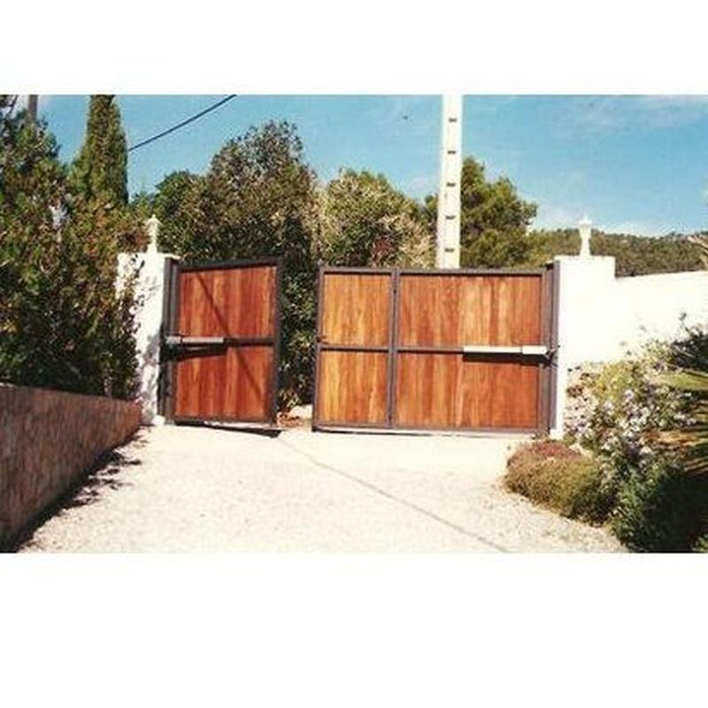 Puertas de hierro abatibles: Productos y servicios de Automatismos y PVC Santa Eulalia