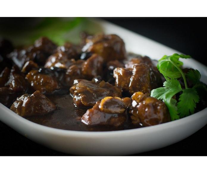 Costillas de cerdo con salsa de alubias negras