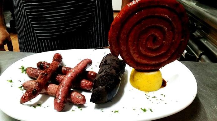 Mix de salchichas: Nuestros platos  de Restaurante La Ksona