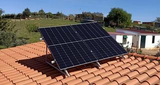 Panel fotovoltaico Monocristalino de 440Wp, 120 células y 20.77% de rendimiento.  Precio: 180€ IVA incluido por unidad.