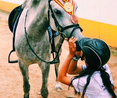 Leticia Martínez y Gin Lemon medalla de bronce Cto de España de CCE de ponis c