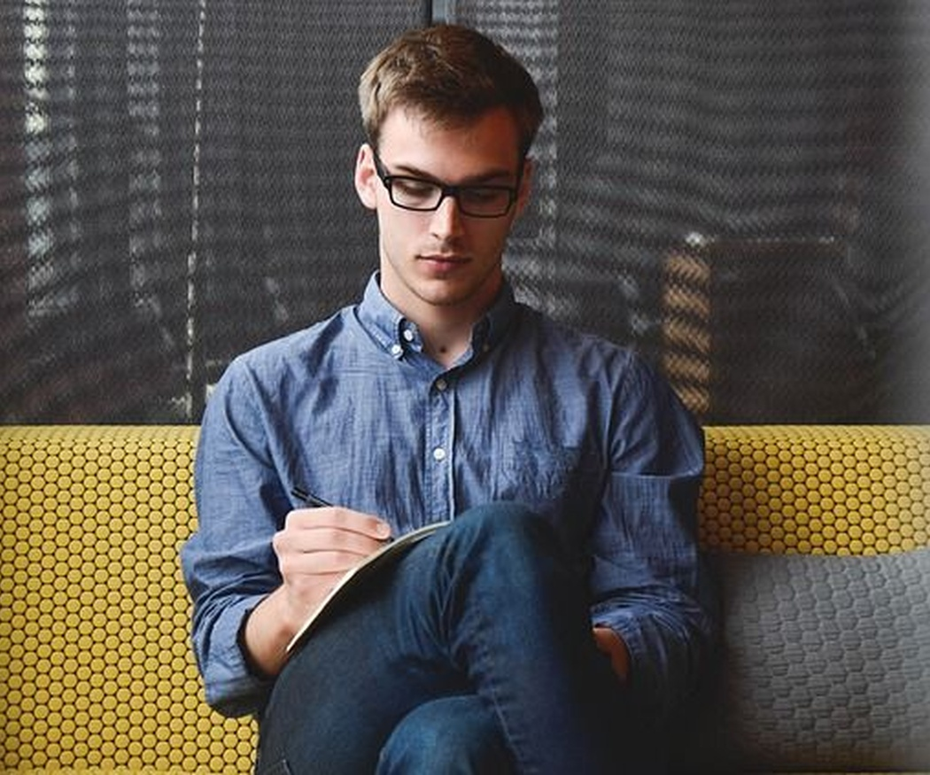 ¿Qué son y por qué usar mamparas de oficina?