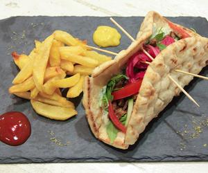Giros seitán, pan de pita con seitán al estilo griego