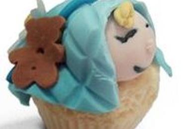 Cupcake de vainilla, queso y arándanos