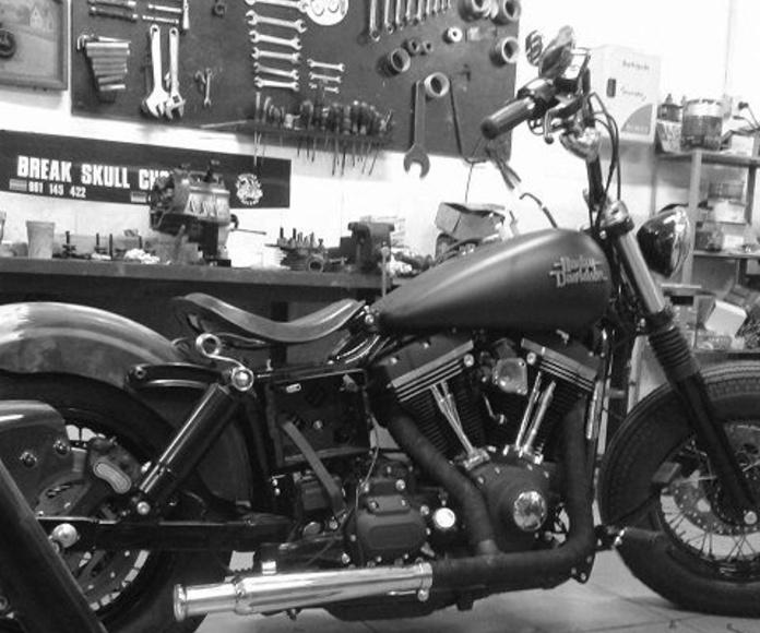 Transformación motos custom, Personalización motos custom, Restauración motos custom, Preparación motos custom, Reparacion motos custom, Tranformacion motos Harley Davidson, Break Skull Choppers, Restauracion motos clasicas, Personalizacion motos clásicas