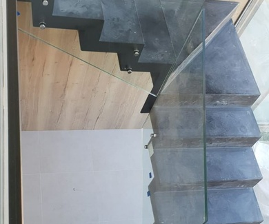 Último trabajo barandilla de escalera en cristal