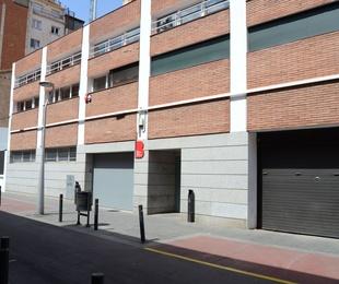 Remodelación interior de edificio existente y actuación en fachada de CANE