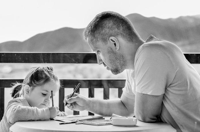 Padres hiperprotectores, hijos sin autonomía